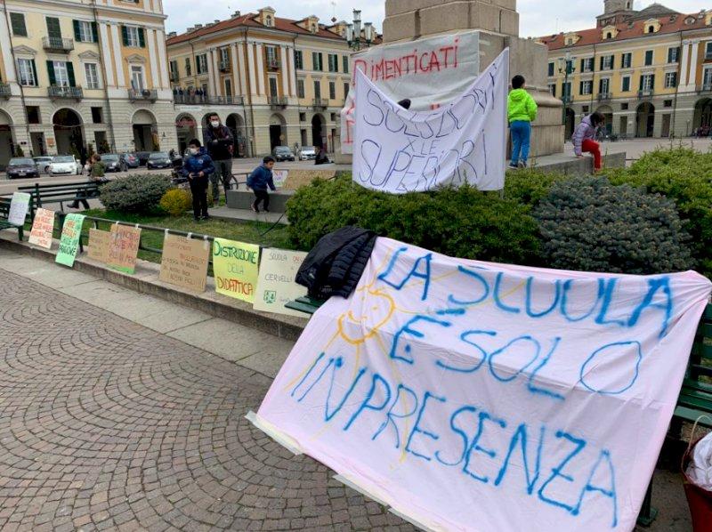 """Cuneo, il comitato Scuole Aperte scrive a Draghi: """"Stop alla dad anche per Medie e Superiori"""""""