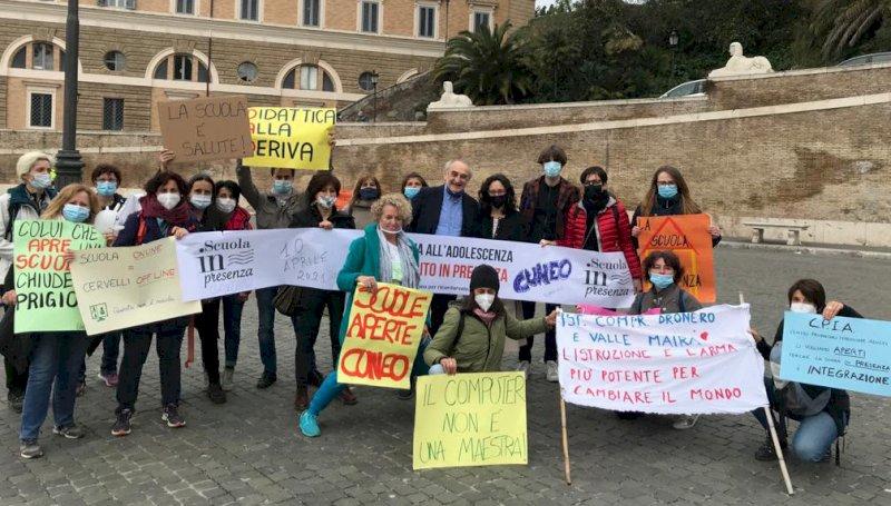 """Da Cuneo alla manifestazione nazionale per dire """"Sì alla scuola in presenza"""""""