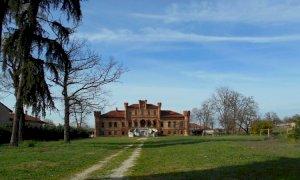 Marene, ora la villa neogotica abbandonata è acquistabile a prezzo di saldo