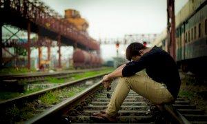 Restrizioni anti-Covid, allarme per l'aumento di suicidi, ludopatie e dipendenze da social