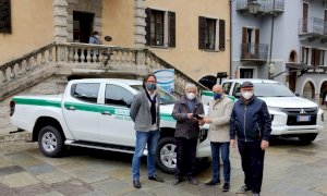 Limone, l'associazione LVIA dona al Comune due pick-up Mitsubishi e un Piaggio Porter