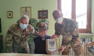 """Il 2° Reggimento Alpini in visita agli ultimi reduci della """"Cuneense"""""""