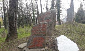 Borgo San Dalmazzo, in vista del 25 aprile lavori di risistemazione dei cippi partigiani
