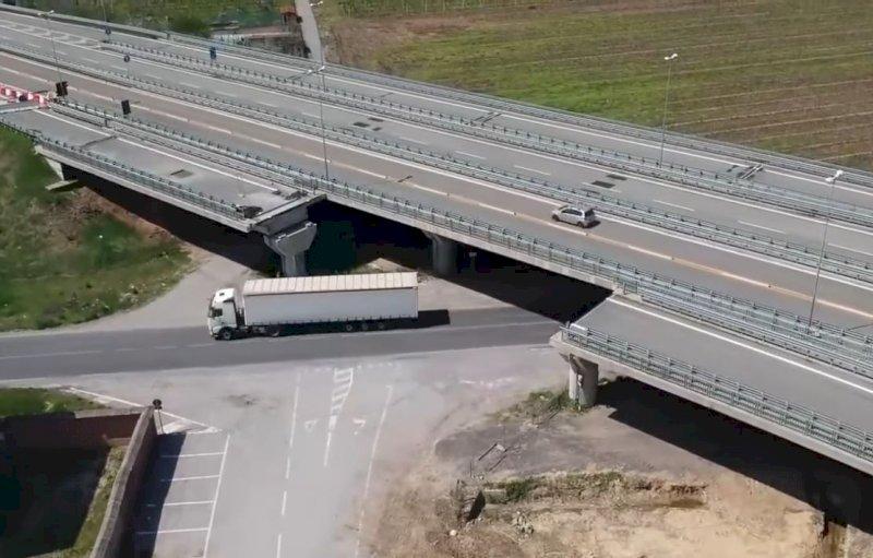 Quattro anni fa il crollo del viadotto di Fossano: la Procura chiede 16 rinvii a giudizio