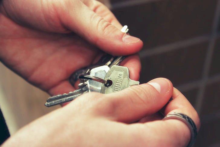 Villanova Mondovì, entrò in casa della ex per rubarle le chiavi: condannato