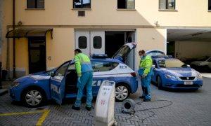 Ieri in Questura la sanificazione dei mezzi della Polizia e della Municipale di Cuneo
