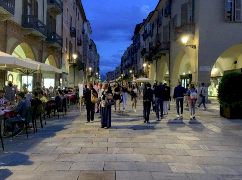 Il Piemonte veleggia verso la zona gialla da lunedì, ma la provincia di Cuneo rischia di restare in arancione