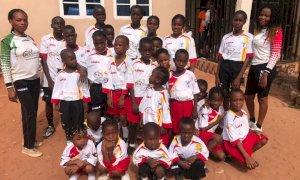 Calcio e solidarietà: il Bra invia giochi di maglie a Benin City, in Nigeria
