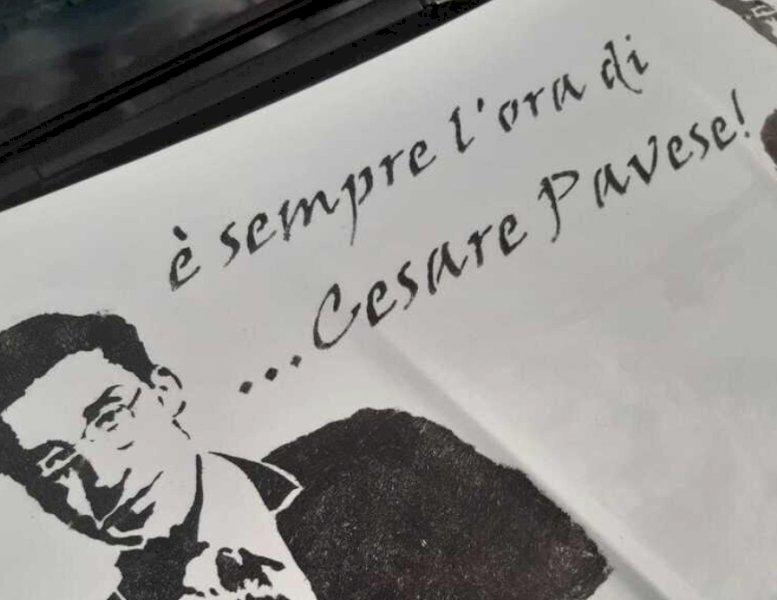"""Il progetto """"Art in Taxi"""" porta le parole di Cesare Pavese nelle strade di Torino"""