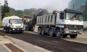 La Provincia asfalta le strade che ospiteranno il passaggio del Giro d'Italia
