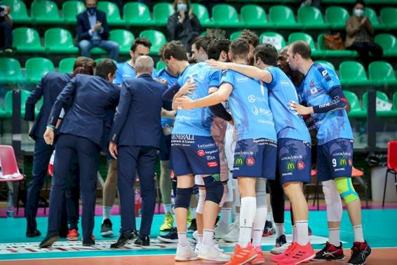 Pallavolo A2/M: Taranto troppo forte per Cuneo, sabato la sfida verità