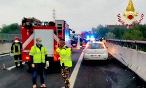 Auto contro il guardrail dell'autostrada: ferito il conducente