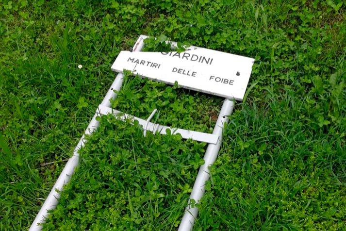 Mondovì, danneggiato il cartello dell'area verde intitolata ai martiri delle Foibe
