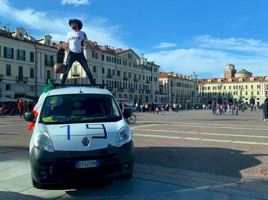 Cuneo, i tifosi dell'Inter festeggiano il 19esimo scudetto del club
