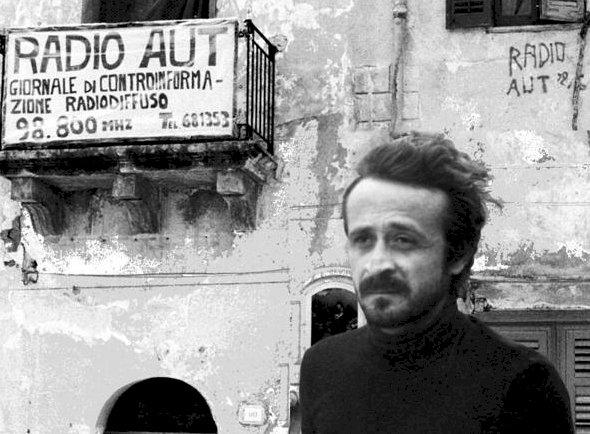 """Domenica un presidio in memoria di Peppino Impastato per ricordare che """"la mafia è una montagna di mer*a"""""""
