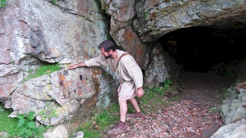 """""""Storie di uomini e orsi"""" alle Grotte del Bandito di Roaschia"""