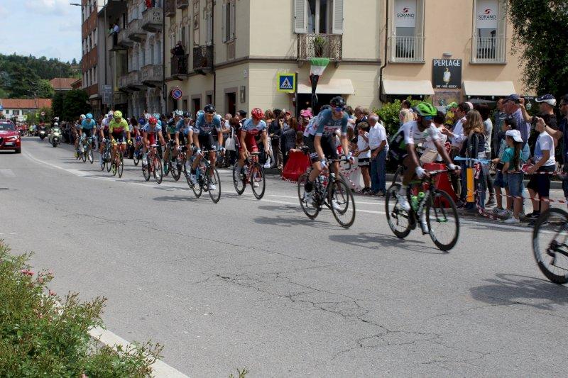 Passa il Giro, lunedì ad Alba sospese le lezioni in presenza per le scuole superiori