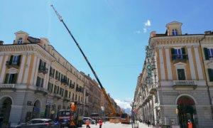 Si smonta la gru del cantiere dell'ex Banca d'Italia, disagi in corso Nizza