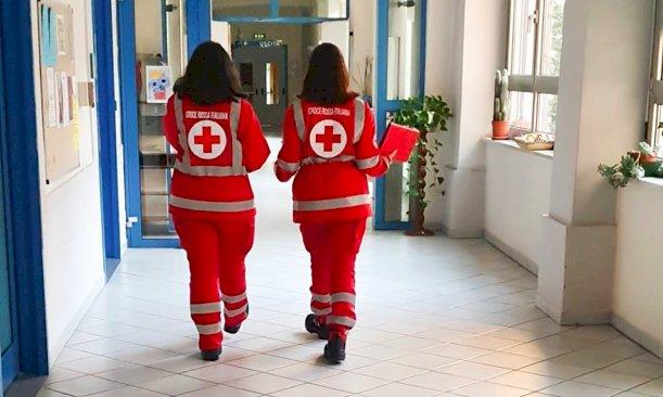 Croce Rossa, a Cuneo bandiera sul Palazzo Comunale e un video con Veronica Logan