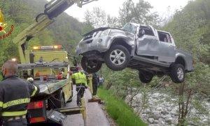 Precipitano con l'auto sul greto del Corsaglia, feriti madre e figlio