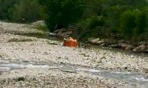 Tornano i bivacchi al Parco Fluviale e nel letto del fiume Stura spunta... una tenda