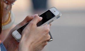 Fornì un numero di cellulare rubato ai carabinieri: è accusata di furto
