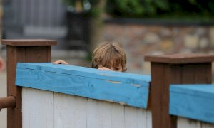 Cinque figli in un container senza acqua corrente: a processo una coppia del Saluzzese