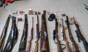 Blitz dei Carabinieri Forestali a Peveragno, sequestrati fucili e carabine