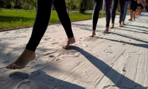 Al Fluviale un percorso multisensoriale da affrontare a piedi nudi