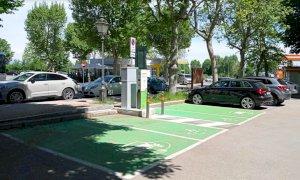 Cuneo, sei nuove colonnine per la ricarica di auto e motocicli elettrici in città