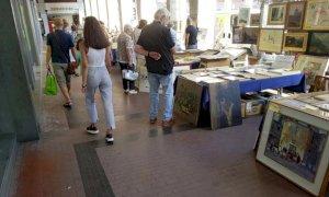 Cuneo, il mercato dell'antiquariato torna in piazza Europa