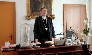 """Dopo il """"calvario"""" del Covid il vescovo di Saluzzo ringrazia gli operatori sanitari"""