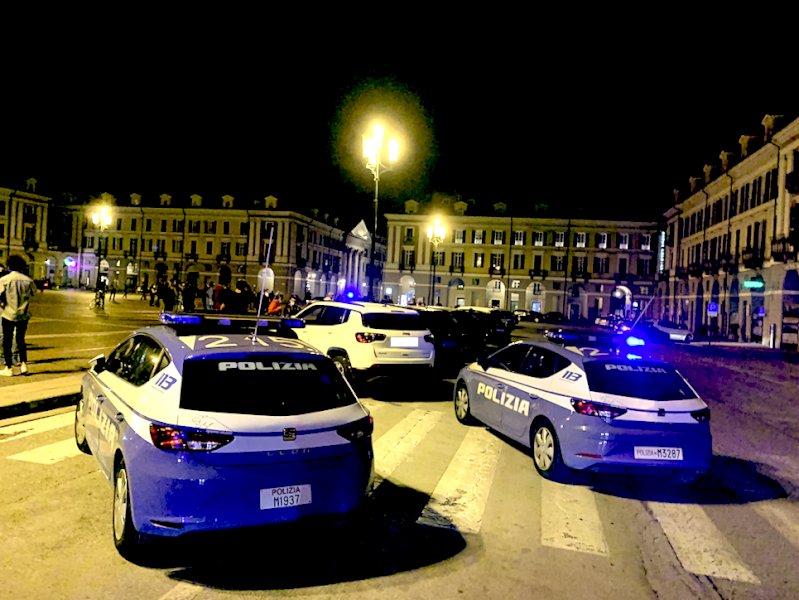 L'intervento della Polizia in piazza Galimberti