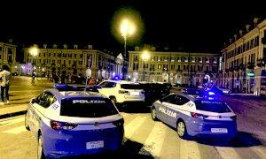Cuneo, rissa in piazza Galimberti davanti ai passanti attoniti: denunciati in quattro
