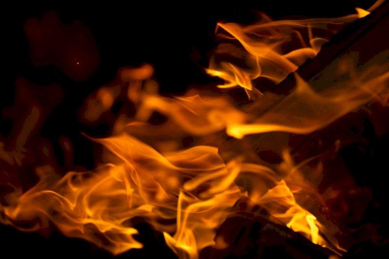 Bruciò casa dell'amico insieme all'amante contesa: condannato un 49enne di Mondovì