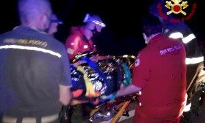 Si sente male in riva al Tanaro, raggiunto da pompieri e 118