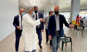 """Bergesio in visita all'hub vaccinale di Mondovì: """"La sanità piemontese funziona"""""""