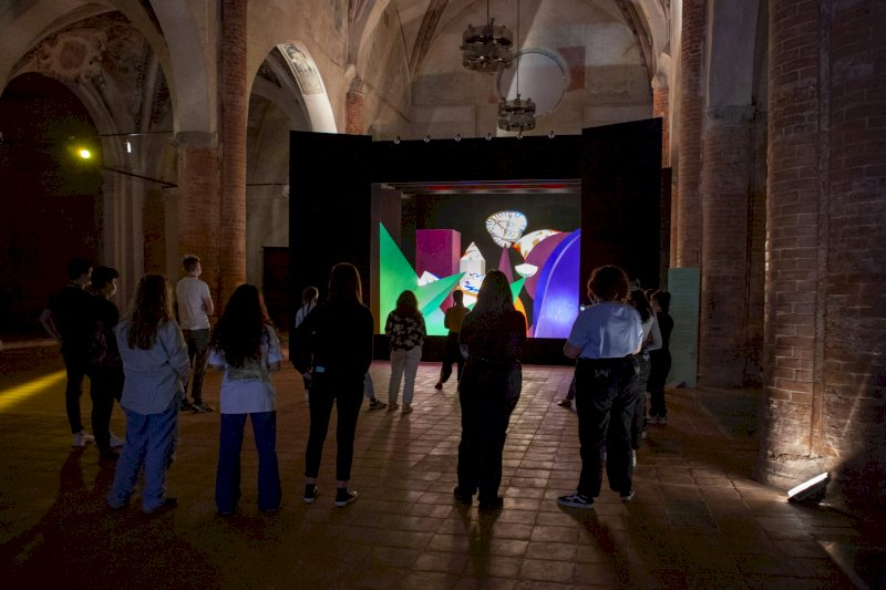 """Viaggio dentro la mostra """"E luce fu"""" con le storie dell'arte e le ispirazioni degli artisti"""