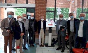 """Dagli """"Amici dell'ospedale di Savigliano"""" i totem per prenotare l'esame del sangue nell'Asl CN1"""
