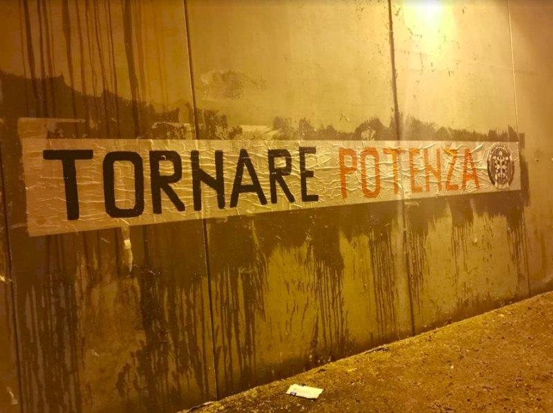 """CasaPound, affissioni a Cuneo e Alba: """"Tornare potenza"""""""