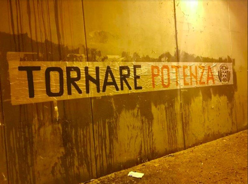 """I Radicali contro CasaPound: """"Gli striscioni abusivi sono un modo violento di fare politica"""""""