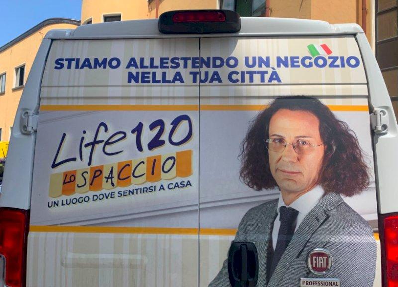 """Il controverso guru della """"dieta di lunga vita"""" Adriano Panzironi aprirà uno spaccio a Cuneo"""