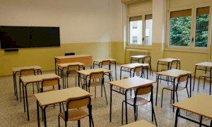 A Caraglio circolano sui social fotomontaggi volgari di prof e studenti, la preside sospende tutti