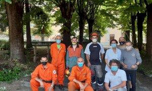 Ceva, intervento di pulizia della squadra AIB nel giardino Asl di via XX Settembre