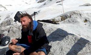 Muore travolto da un treno: voleva salvare il suo cane