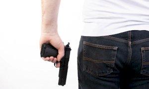 """Accusa un finanziere di averlo minacciato con un'arma e picchiato. Lui: """"Mi sono difeso"""""""