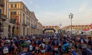 Oltre duemila ciclisti pronti ad affrontare il colle Fauniera: è partita la Granfondo Fausto Coppi