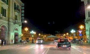 Caroselli di auto a Cuneo per la vittoria dell'Italia sull'Austria targata Chiesa e Pessina