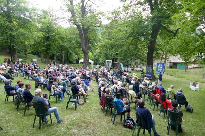 Nuovi Mondi Festival, il teologo Vito Mancuso incanta il pubblico tra i boschi della valle Stura