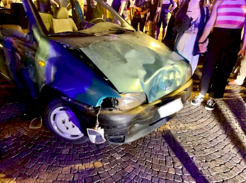 Cuneo, era ubriaco e senza assicurazione l'uomo che ha causato l'incidente durante la festa per la Nazionale